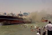 کمک دسته جمعی مردم برای خالی کردن بار لنج آتشگرفته در بندر گناوه+ فیلم
