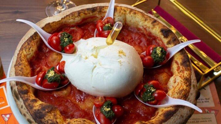 پخت گرانترین پیتزای جهان با طلا و خاویار + عکس