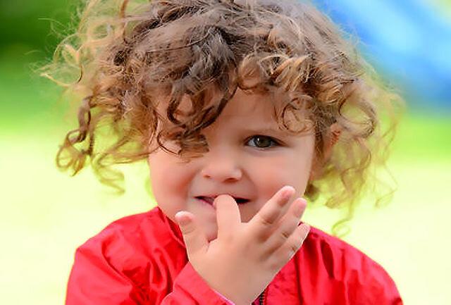 علت جویدن ناخن توسط کودکان چیست؟ / راهکارهای درمان ناخن جویدن کودکان