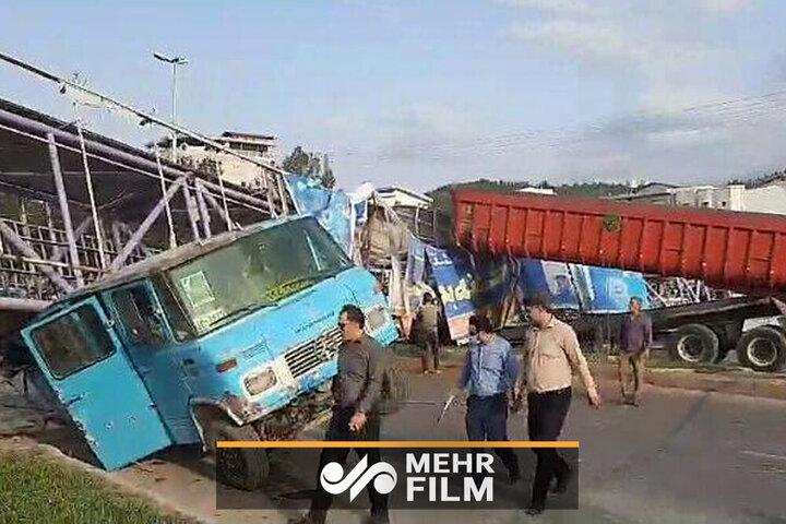 لحظه سقوط پل عابر پیاده ایستگاه گرگان بهشهر+ فیلم