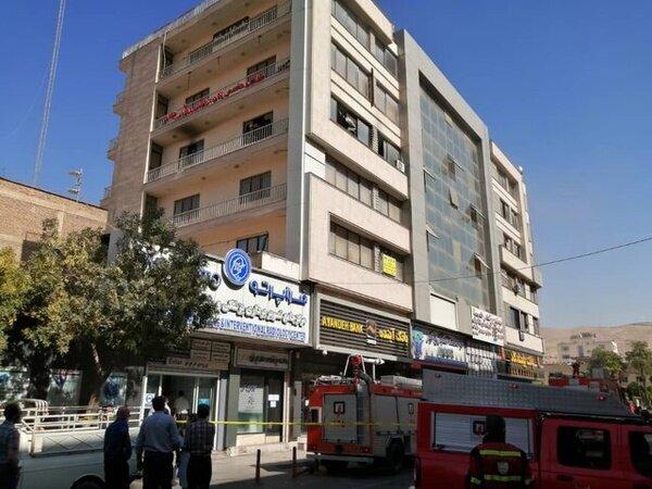 بیمار خشمگین ساختمان پزشکان شیراز را به آتش کشید+ فیلم