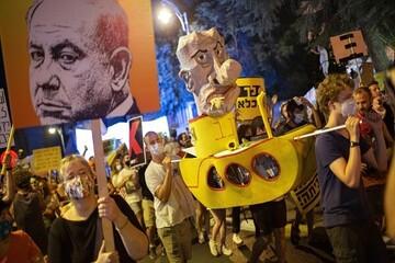 پرچم رژیم صهیونیستی توسط معترضان نتانیاهو لگدمال شد