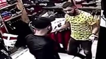 لحظه دردناک قتل فروشنده لباس به دست مشتری + فیلم