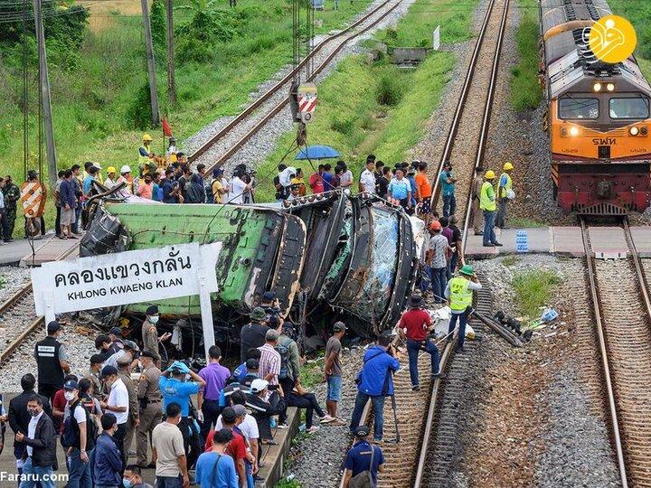 ۱۷ کشته در برخورد قطار با اتوبوس مسافربری در تایلند +عکس
