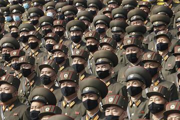 رژه نظامی در کره شمالی با تم ماسک