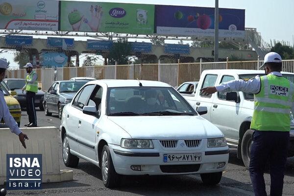 مردم همچنان در سفر؛ بازگرداندن خودروها از عوارضی تهران / فیلم
