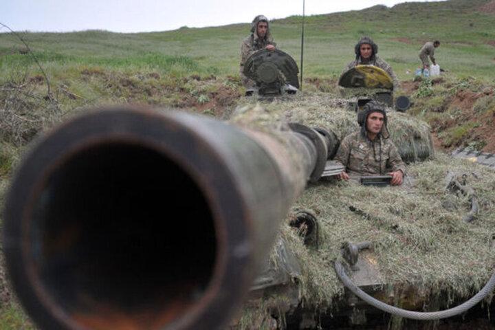 تیرباران سربازان ارمنستان توسط سربازان جمهوری آذربایجان / فیلم