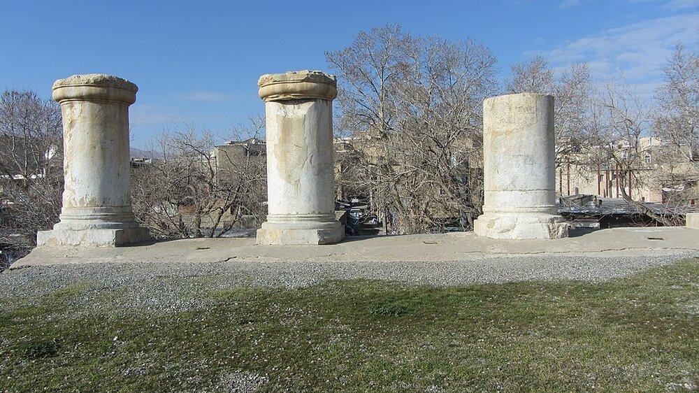 1024px-Temple_of_Anahita__Kangavar_06