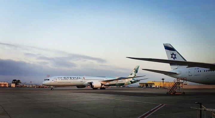 فرود نخستین هواپیمای اماراتی در تل آویو