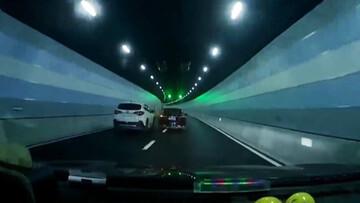 برخورد وحشتناک خودرو با دیوار تونل + فیلم