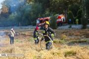 آتش سوزی هولناک در علفزارهای بستر رودخانه زایندهرود +عکس