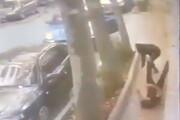 لحظه سرقت و درگیری علی دایی با سارقین گردنبند / فیلم