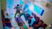 حمله وحشیانه اراذل و اوباش به یک بنگاه معاملات ملکی در جنوب کشور + فیلم