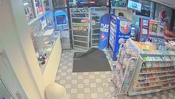 سرقت عجیب از پمپ بنزین فروشگاه + فیلم