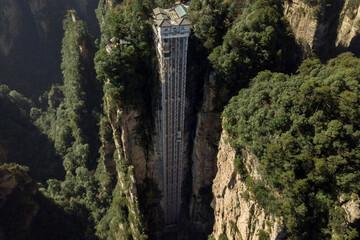 تصاویری از بلندترین آسانسور جهان به ارتفاع ۳۰۴ متر /فیلم
