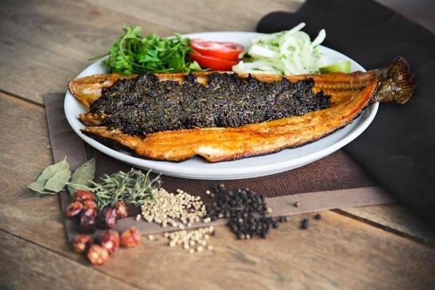 حشو ماهی شکم پر غذای اصیل جنوبی با سبزی مخصوص + طرز تهیه