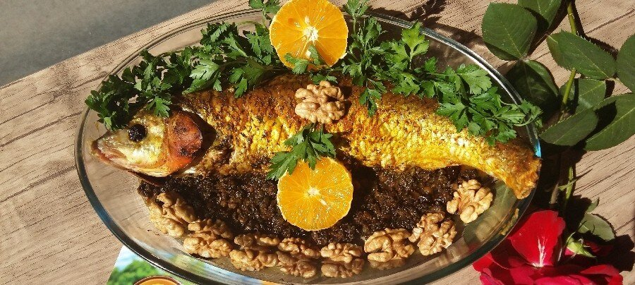 2 طرز تهیه حشو ماهی شکمپر جنوبی با سبزی مخصوص در فر و روی آتش منقل