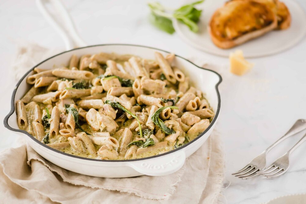 طرز تهیه پاستا با مرغ و سس خامهای ؛ یک فست فود سالم و آسان 30 دقیقهای