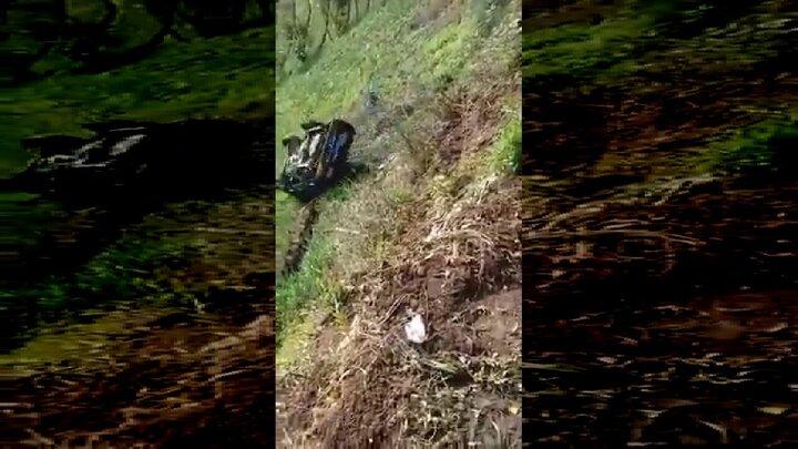 سقوط وحشتناک یک خودرو به داخل دره / فیلم