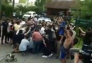 لحظه انتقال جسد مارادونا با آمبولانس / فیلم