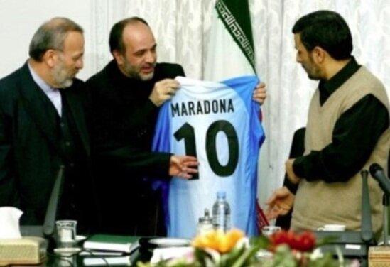واکنش محمود احمدینژاد به درگذشت مارادونا / عکس