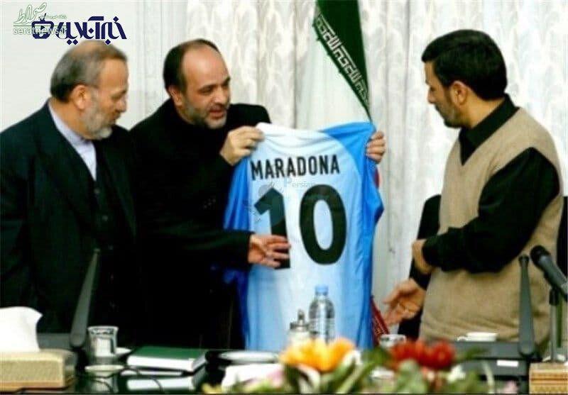 عکس/ هدیه مارادونا به محمود احمدی نژاد