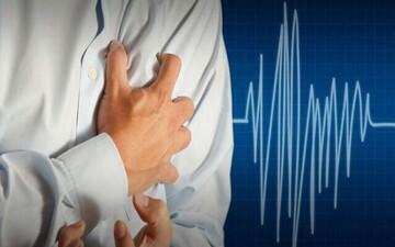 نحوه انجام کمکهای اولیه برای بیمارانی که دچار حمله قلبی شدهاند پیش از رسیدن اورژانس / عکس
