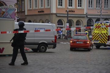 حمله مرگبار راننده دیوانه به عابرین پیاده / فیلم