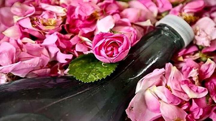 از بین بردن جوش های سر سیاه با گلاب
