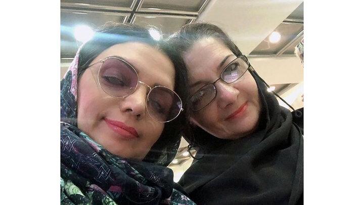 شباهت زیاد خانم بازیگر به خواهرش / عکس