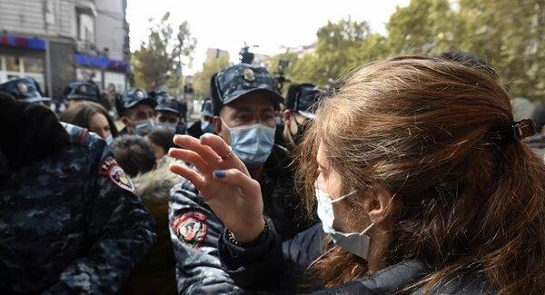 تظاهرات هزاران ارمنی به شرایط نابرابر توافق قرهباغ