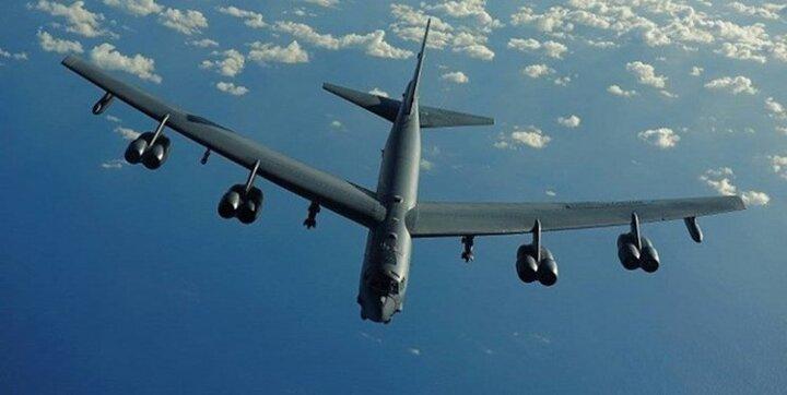 پرواز چند بمبافکن آمریکایی بر فراز مناطق مرزی عراق و سوریه
