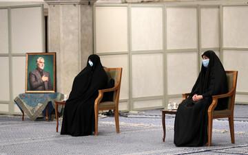خواندن نامه شهید سلیمانی قبل شهادت توسط دخترش در حضور رهبر انقلاب / فیلم