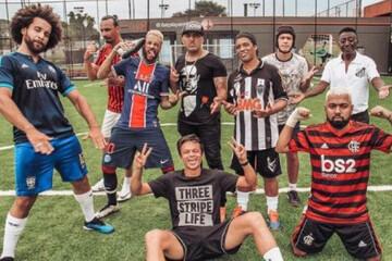 بدل بازیکنان فوتبال در یک قاب /فیلم