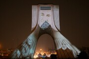 نورپردازی برج آزادی در اولین سالگرد شهادت سردار سلیمانی / تصاویر