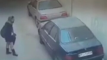 سرقت عجیب و سریع از خودرو توسط یک زن / فیلم