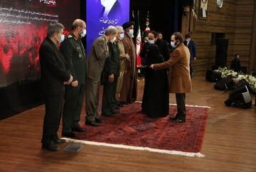 اهدای نشان درجه یک «نصر» به خانواده شهید فخریزاده