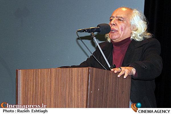سینمای ایران در حال احتضار است/با برگزاری جشنواره در شرایط بحرانی کنونی به شدت مخالفم