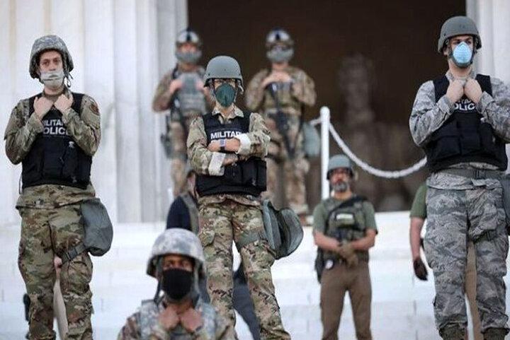 تصاویری از خوابیدن نیروهای گارد ملی آمریکا در ساختمان کنگره قبل ازجلسه استیضاح ترامپ /فیلم