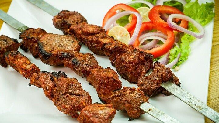 طرز تهیه کنجه کباب لاری با گوشت به همراه فوت و فنهای این کباب