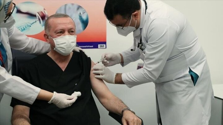 رجب اردوغان واکسن کرونا تزریق کرد