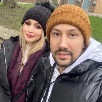 سلفی شاهرخ استخری همراه با همسرش