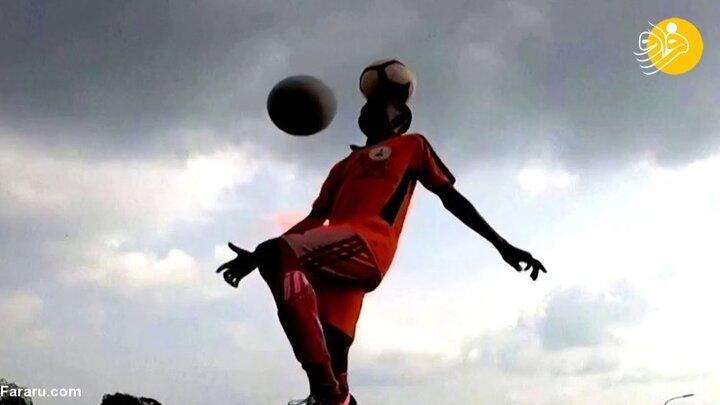 مه گرفتگی شدید در جریان برگزاری مسابقه فوتبال در روسیه / فیلم