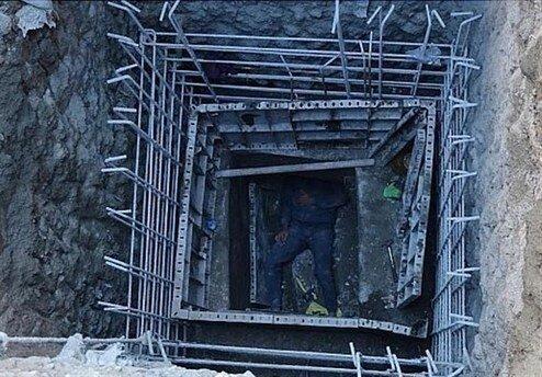 سقوط یک کارگر به گودال ۷ متری /عکس
