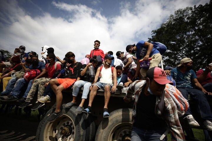 هزاران مهاجر در راه رسیدن به آمریکا