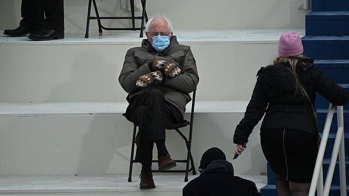 دستکشهای برنی سندرز در مراسم تحلیف بایدن سوژه شد