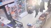دو زن در اسلامشهر موبایل صاحب مغازه را دزدیدند/ فیلم