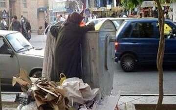 مادر سنگدل تهرانی نوزاد خود را در سطل آشغال خیابان ستارخان انداخت / عکس مادر و فرزند