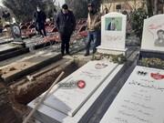 علی کریمی در مراسم خاکسپاری مهرداد میناوند / فیلم