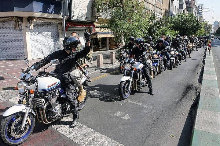 حرکت نمادین موتورسیکلتهای سنگین به مناسبت پیروزی انقلاب / فیلم